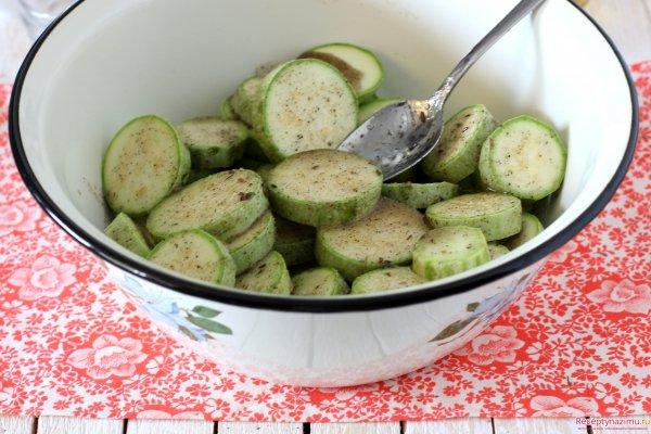 Рецепт маринованного салата из кабачков с фото
